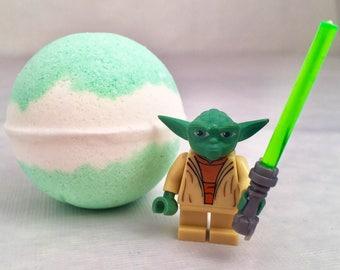 Star Wars Yoda jedi Peek-A-Boo bath bomb with toy