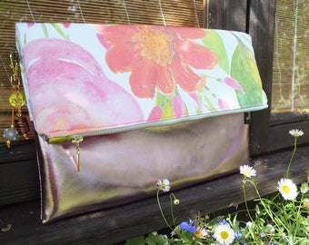 The Ava Clutch in light pink