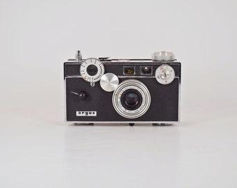 Argus Range Finder 35mm Camera - The Brick