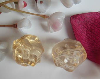 set of 2 beads has faceted plastic