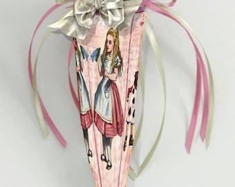 printable Alice in Wonderland party Favor Cone box DIY paper download