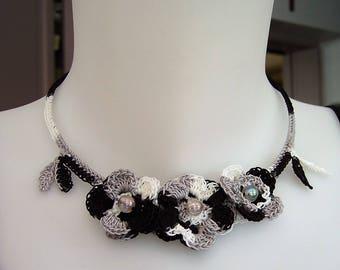 Choker necklace crocheted cotton grey black white three flowers three transparent beads