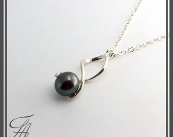 Black Tahitian Pearl Necklace, Tahitian Necklace, Dangle Pearl, Pendant Necklace, Minimalist Necklace, Sterling Silver, Handmade Necklace