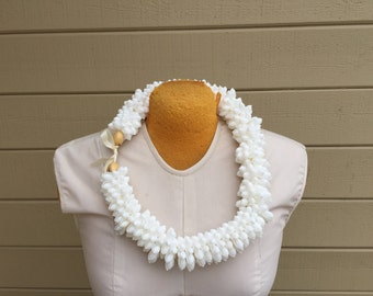 White bubble or bullet shell rosette lei shell, cowry shell rosette lei, necklace, Polynesian costume, jewelry, Hula costume