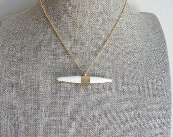 Horizontal horn necklace with 18kt gold plated chain, boho necklace, layering necklace, turquoise horn, bone pendant, brass, beach boho