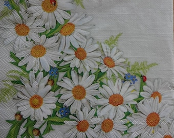 4 Camomile Paper Napkins, Floral Napkins, Spring Paper Napkins, Lunch Napkins, Printed Paper Npakins, Decoupage Napkins (MAYWEED)