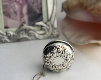 Vintage Yo Yo Sterling Silver Gorham Company No Monogram Signed Gorham Sterling 30 Steel Body Repoussé Acanthus Design Works Beautifully