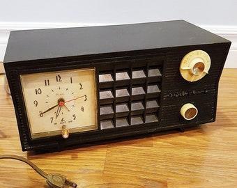 1955 Admiral 5S38 Tube AM Radio Clock Alarm, Black Cabinet, Radio Not Working, For Restore or Decor