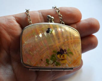 Mother of Pearl Coin Purse With Violet Pansy Motif and Chain – Vintage Ladies Purse