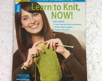 Learn to Knit, Now! Booklet / Leisure Arts ©2013 / step-by-step instruction / beginner projects / online video support
