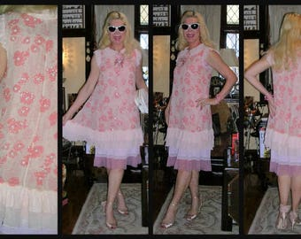 Original Vintage 1990's pretty in pink embellished floral silk chiffon Gatsby style slip dress by Alannah Hill SIZE: SMALL 8 - 10 + bow pin