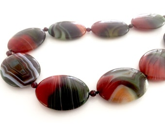 Agate Sunset: Forest agate and garnet. Necklace and earring set.