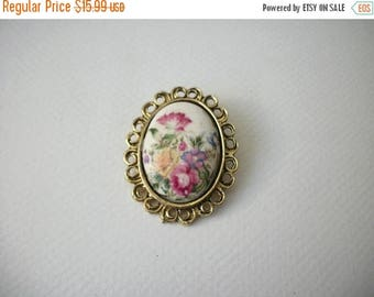 ON SALE Vintage Gold Tone Frame Hand Painted Porcelain Pin 80117