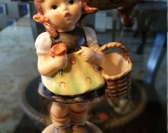 """M.J. Hummel 1962 """"Sister"""" Figurine #98/2/0   TMK-5"""