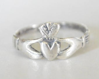Vintage Sterling Silver Irish Claddagh Style Band Ring Size 8.25