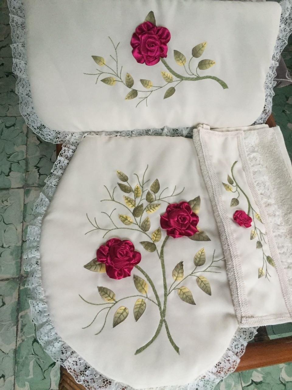Juego de ba o blanco de 3 piezas bordado a mano con list n for Ganchos para toallas de bano