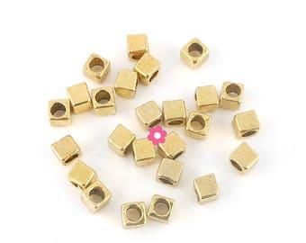 x 30 beads in metal gold cube 4mm (61C)