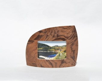 """Landscape Picture frame in walnut burl for 4"""" x 6"""" picture"""