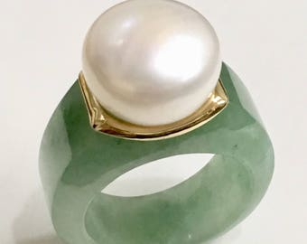 Solid 14K Yellow gold green Jade & freshwater pearl ring size 7.75