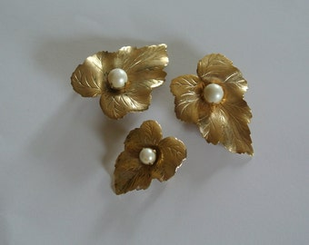 Sarah Coventry Brooch Set of 3 Leaf with Faux Pearl Centers Signed