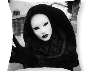 Halloween Scary Art Throw Pillow or Pillow Cover. Halloween Decor Accent Pillow. Creepy Mask Halloween Art Decor , Scary Mask Decor