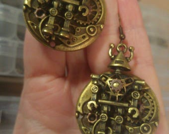 Robot on Clock work charm; Steampunk Inspired Earrings; SP690A