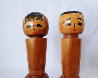 VJ664 :  Lacquer Kokeshi doll, Pair of Vintage Japanese wooden Kokeshi dolls, hand made in Japan