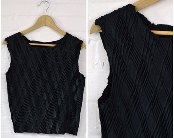 90s black minimalist tank · black textured tee · stretchy retro tank · sleeveless striped diamond pattern top · medium