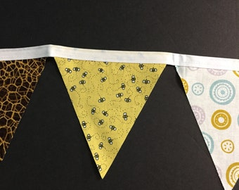 Honey bees bunting