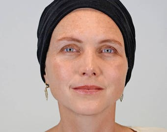 Hat black for women who lose their hair because of chemotherapy, trichotillomania, alopecia or other hair problems.