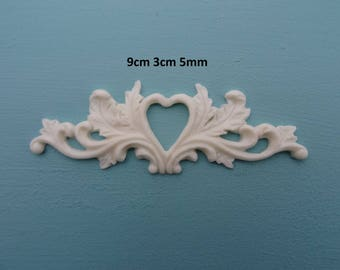 Decorative small heart on scrolls applique furniture moulding R106