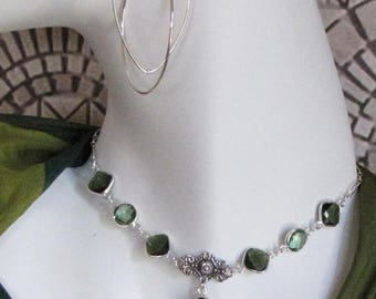 Green faceted Y necklace