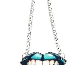 BLUE LIPS NECKLACE