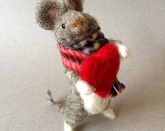 Needle felted mouse, felted mouse ornament, needle felted animal, felted mouse, wool mouse, Valentine animal, felted animal,Valentine mouse