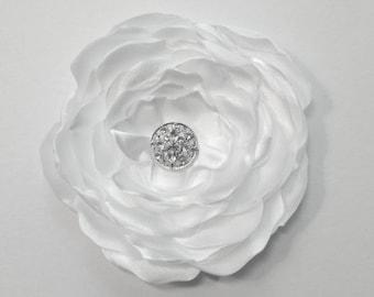White Flower Hair Clip.White Flower Brooch.Flower Pin.Headpiece.Bride.Bridal.corsage.Wedding Accessory.Hair Piece.Fascinator.Satin Flower
