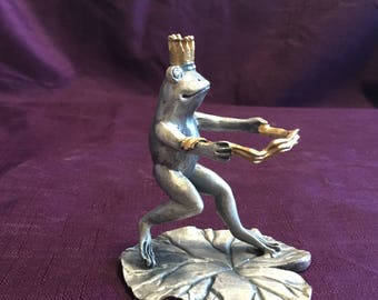 1993 SPI Pewter Watersking Frog on Lily Pad Frog Wearing Gold Crown Water Ski  - USA Shipping is on Us at Everything Vintage!