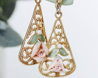 Gorgeous Vintage Gold and Rose Ornate Detail Pendant Drop Earrings!
