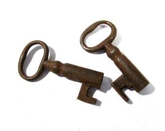 Skeleton Keys VINTAGE Skeleton Keys Two (2) SKELETON Keys Chunky Barrel Keys Assemblage Art Jewelry Supply Skeleton Vintage Keys (Y205)