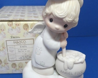 Precious Moments 1982 Taste and See That the Lord is Good Figurine