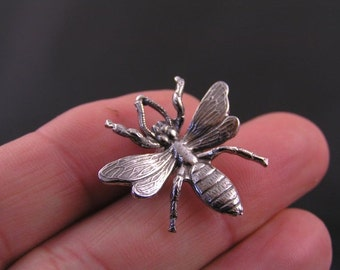 Bee Brooch, Cute Pin, Tiny Brooch, Gift Idea, Handmade Brooch, Lapel Pin, Pin Badge, Bee Pin, Bee Jewelry, Bug Jewelry, Bug Brooch, P289