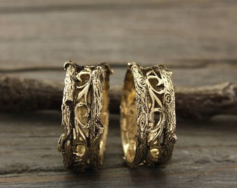 Unique tree bark wedding bands set, His and her tree wedding band in black finish, Tree gold wedding rings set, Unusual bands set in gold