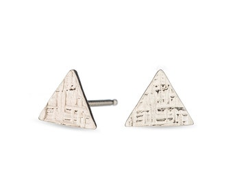 sterling silver tiny triangle hammered stud earrings