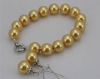 Set bracelet and earrings with pearls