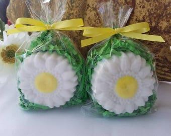 Daisy Soap Favors - Set of 10 - Flower soap favors - Garden party soap favors - Summer soap favors  - Spring Soap Favors