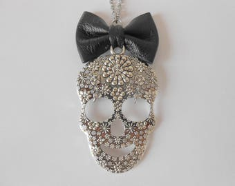 Necklace skull with bow in leather and stainless steel chain