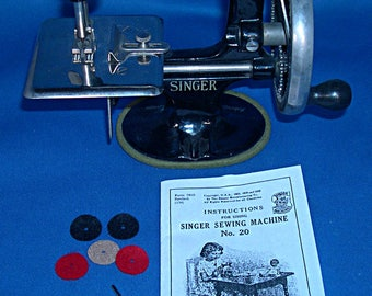 Vintage Toy Sewing Machine Needles, Instructions and Spool Felts for a Singer Model 20 - Oval Base - 7 Spokes