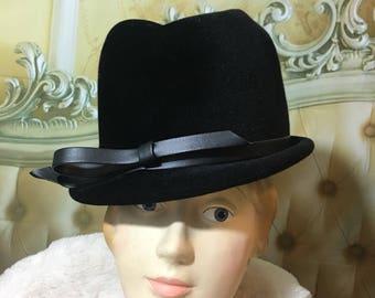 Vintage Ladies Black Velour Hat