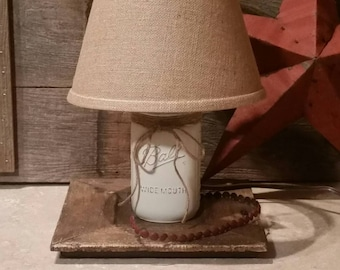 White Mason Jar Lamp, Mason Jar Lighting, Mason Jar Gift. Rustic Lamp, Small Table Lamp, Farmhouse Lamp, White Farmhouse Decor