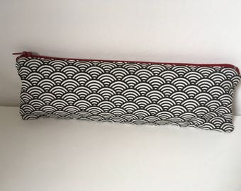 Kit flat servers, toothbrush, pencils. Coated cotton inside for easy care. Japanese patterns. Black and white