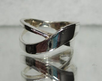 Vintage Sterling Silver Stylized Band Ring Sz 9 M622